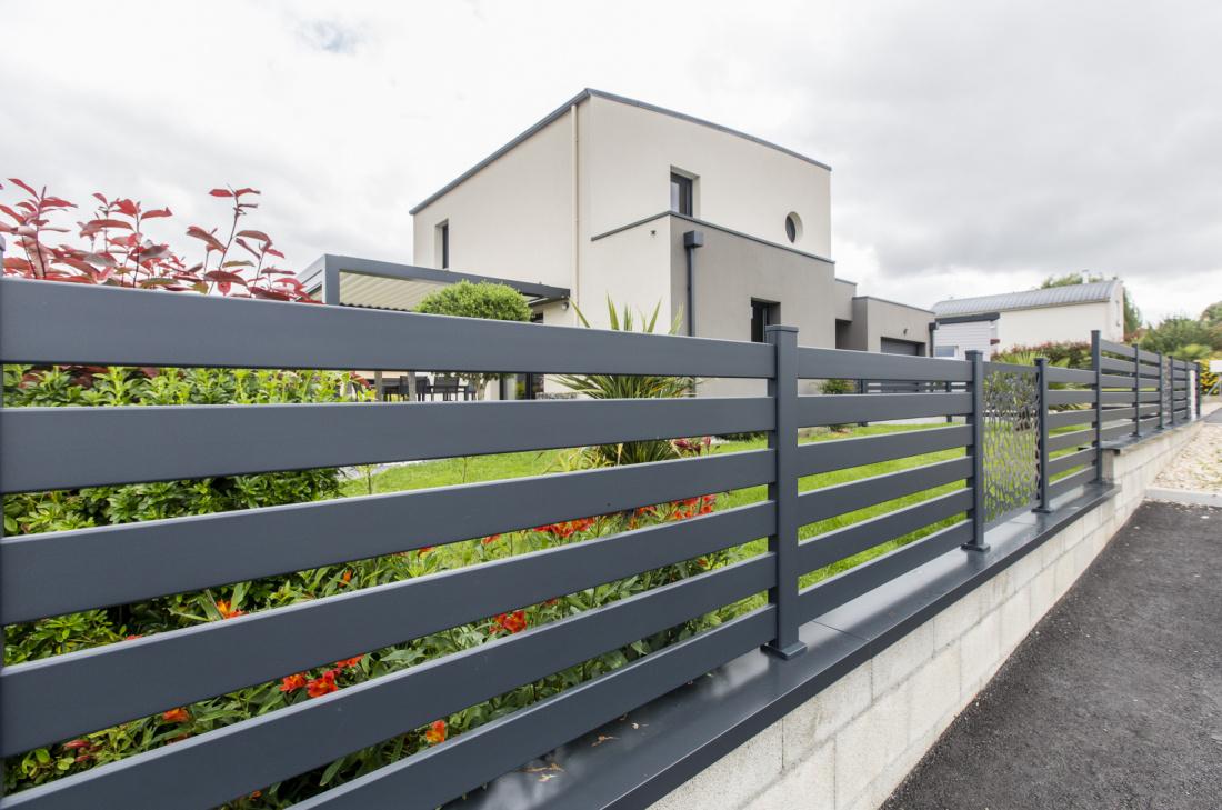 Profitez de votre clôture en aluminium, solide et esthétique