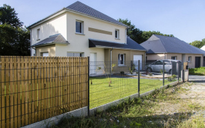 Pose de clôture : choisir entre une clôture ajourée ou occultante