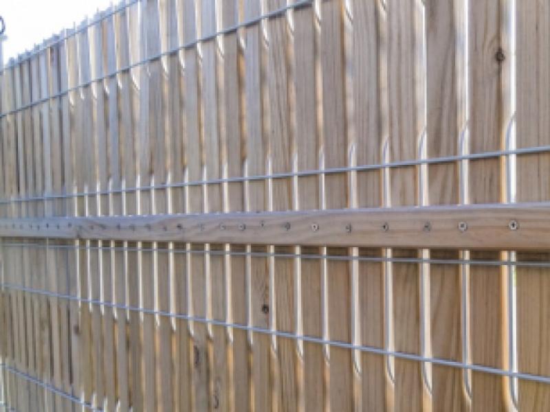 Installation de clôture décorative pour embellir et sécuriser votre extérieur
