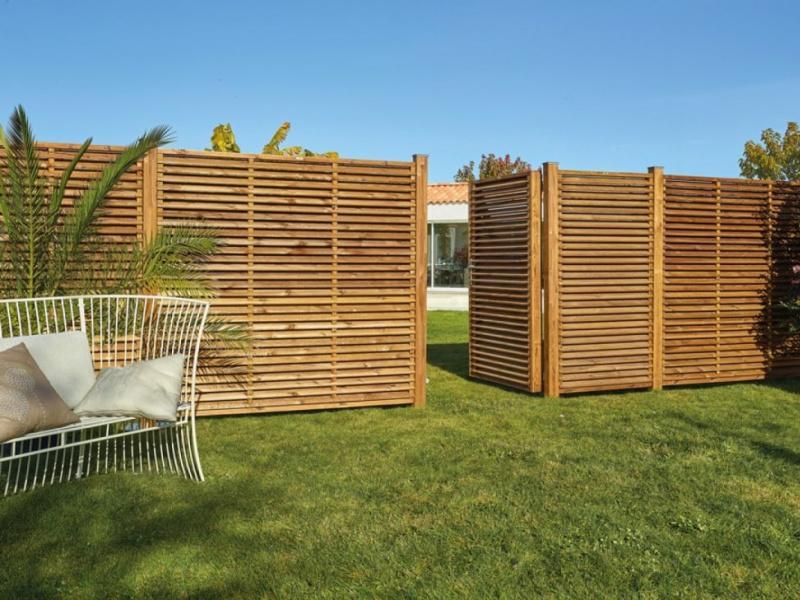 Portillon et clôture en bois